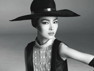 Fei Fei Sun wearing a large hat.